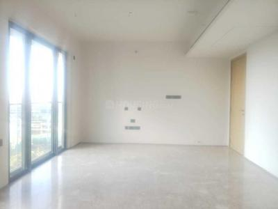 Gallery Cover Image of 2000 Sq.ft 3 BHK Apartment for rent in Bandra East for 200000