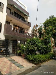 Gallery Cover Image of 2600 Sq.ft 9 BHK Villa for rent in Sector 71 for 75000