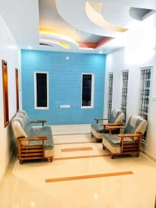 Gallery Cover Image of 2200 Sq.ft 4 BHK Villa for rent in Edappally for 30000