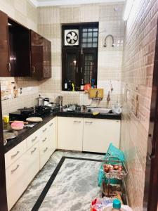 Gallery Cover Image of 2200 Sq.ft 3 BHK Independent Floor for rent in DLF Phase 2 for 30000
