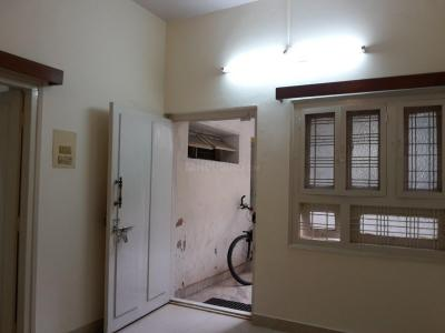 Gallery Cover Image of 800 Sq.ft 2 BHK Apartment for rent in Indira Nagar for 20000