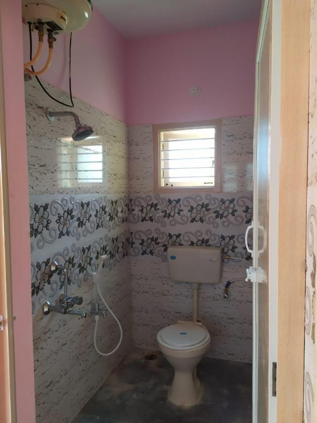 Common Bathroom Image of 3500 Sq.ft 1 BHK Independent Floor for rent in Kumaraswamy Layout for 8000