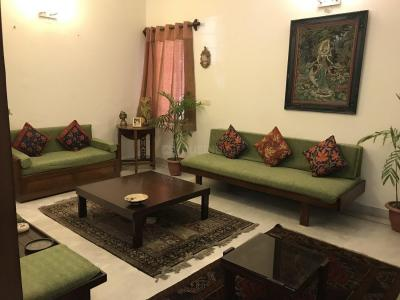Gallery Cover Image of 2000 Sq.ft 4 BHK Apartment for rent in Sarita Vihar for 65000
