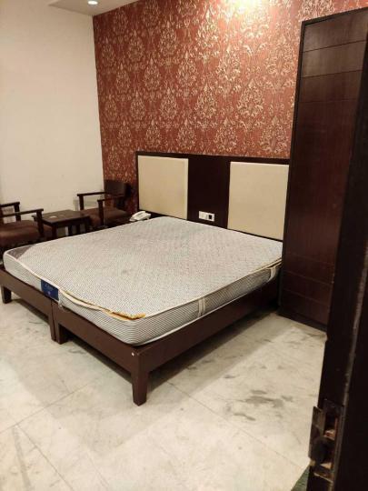 डीएलएफ़ फेज 1 में गर्ल्स पीजी के बेडरूम की तस्वीर