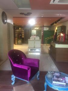 Gallery Cover Image of 12600 Sq.ft 2 BHK Independent House for buy in Ambawadi for 75000000