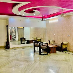 Gallery Cover Image of 1872 Sq.ft 3 BHK Independent Floor for buy in Nehru Nagar for 10000000