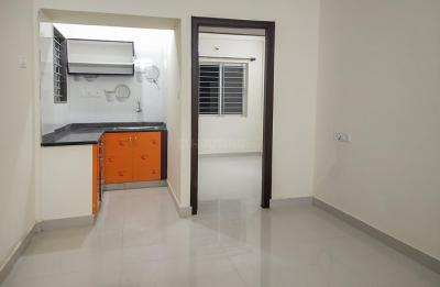 Gallery Cover Image of 800 Sq.ft 2 BHK Apartment for rent in Adugodi for 24000