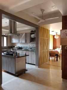 Gallery Cover Image of 1650 Sq.ft 3 BHK Apartment for rent in Sector 22 Dwarka for 30000