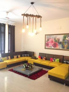 Gallery Cover Image of 4091 Sq.ft 4 BHK Independent House for buy in Sector 50 for 65000000