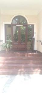 Gallery Cover Image of 1080 Sq.ft 2 BHK Apartment for rent in Kotturpuram for 27000