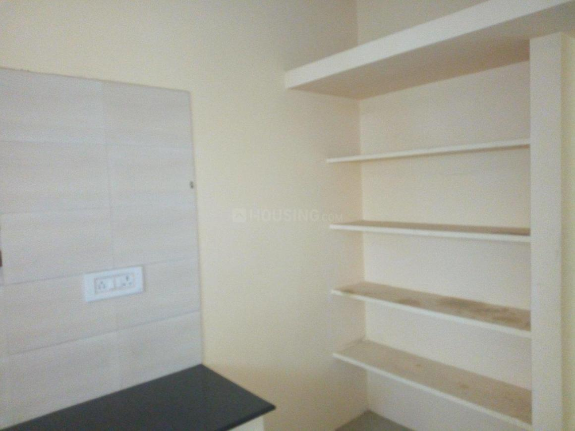 Kitchen Image of 950 Sq.ft 2 BHK Apartment for rent in Chromepet for 15000