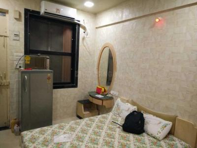 Gallery Cover Image of 275 Sq.ft 1 RK Apartment for rent in Khar West for 32000