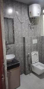 Common Bathroom Image of 995 Sq.ft 2 BHK Independent Floor for rent in Royal Residency, sector 73 for 27000