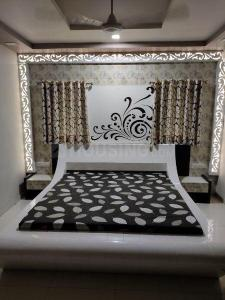 Gallery Cover Image of 2250 Sq.ft 3 BHK Villa for rent in Thaltej for 40000