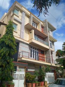 Gallery Cover Image of 3500 Sq.ft 2 BHK Independent Floor for rent in HSR Layout for 50000