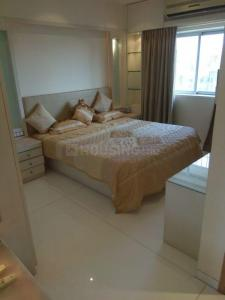 Gallery Cover Image of 2000 Sq.ft 3 BHK Apartment for rent in Bandra West for 350000