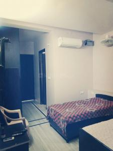 Gallery Cover Image of 350 Sq.ft 1 RK Apartment for rent in Sector 46 for 8500