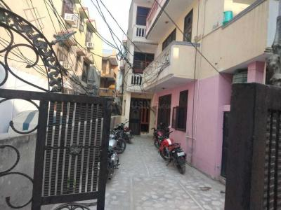 Gallery Cover Image of 1000 Sq.ft 3 BHK Independent Floor for buy in Dayal Bagh Colony for 3000000