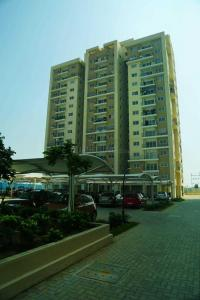 Gallery Cover Image of 1370 Sq.ft 3 BHK Apartment for buy in Padur for 6600000
