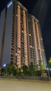 Gallery Cover Image of 2870 Sq.ft 4 BHK Apartment for buy in Panchshil Realty Towers, Kharadi for 29500000