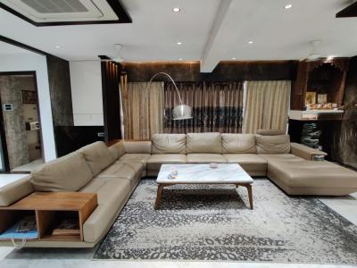 Gallery Cover Image of 2900 Sq.ft 4 BHK Apartment for buy in Varsha Balaji Heritage, Kharghar for 44000000