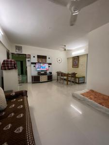 Gallery Cover Image of 1120 Sq.ft 2 BHK Apartment for buy in Prakruti Park, Thane West for 11000000
