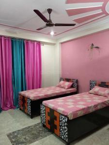 Bedroom Image of Girls PG in Sector 38