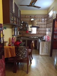 Gallery Cover Image of 800 Sq.ft 2 BHK Apartment for buy in Mukundapur for 2500000