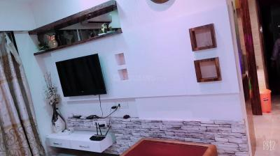Gallery Cover Image of 600 Sq.ft 1 BHK Apartment for buy in Star Sky Sayba Heights, Kurla East for 10000000