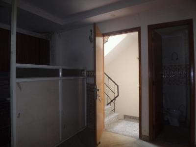 Gallery Cover Image of 1000 Sq.ft 2 BHK Independent Floor for buy in No 20, Safdarjung Enclave for 7500000