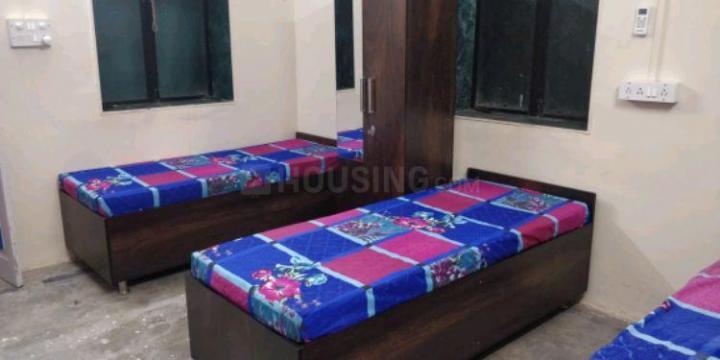 दादर वेस्ट में धामा पीजी के बेडरूम की तस्वीर