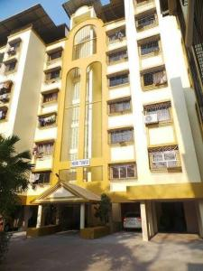 Gallery Cover Image of 750 Sq.ft 1 RK Apartment for rent in Jogeshwari West for 25000