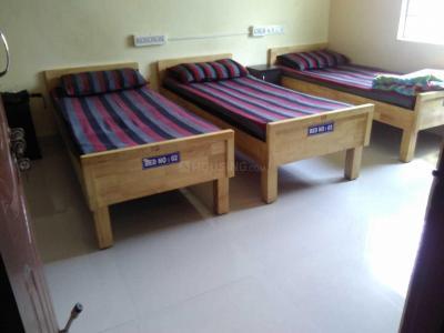 श्री साई लक्ज़रियस लेडिज पीजी इन संजयनगर के बेडरूम की तस्वीर
