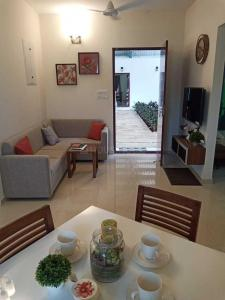 Gallery Cover Image of 837 Sq.ft 2 BHK Apartment for buy in Poonamallee for 3400000