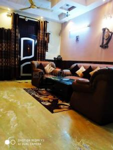 Gallery Cover Image of 1250 Sq.ft 3 BHK Independent Floor for buy in Shakti Khand for 5300000