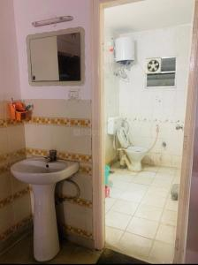 Bathroom Image of PG 4930342 Bellandur in Bellandur