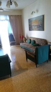 Gallery Cover Image of 1000 Sq.ft 2 BHK Apartment for rent in Malabar Hill for 180000
