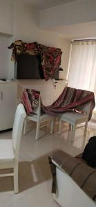 Gallery Cover Image of 650 Sq.ft 1 BHK Apartment for rent in Santacruz East for 50000