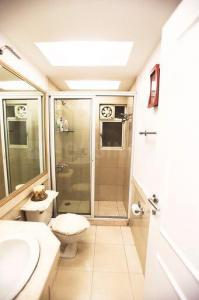 Common Bathroom Image of 2000 Sq.ft 4 BHK Apartment for buy in Colaba for 35000000
