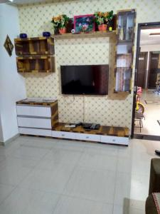 Gallery Cover Image of 1050 Sq.ft 2 BHK Apartment for rent in Pimple Saudagar for 25000