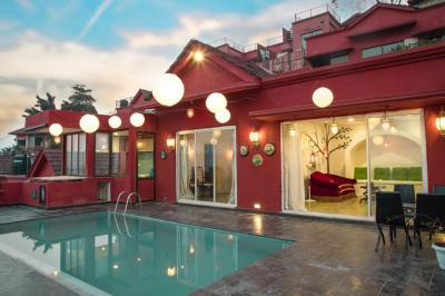 Gallery Cover Image of 3000 Sq.ft 3 BHK Villa for rent in Goregaon East for 100000