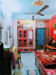Gallery Cover Image of 420 Sq.ft 1 BHK Independent Floor for buy in Beniapukur for 1950000