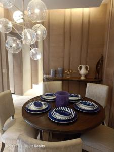 Gallery Cover Image of 2400 Sq.ft 4 BHK Apartment for buy in Kanakia Levels, Malad East for 42500000