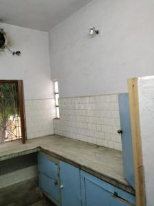 Gallery Cover Image of 1500 Sq.ft 1 BHK Independent Floor for rent in Krishna Nagar for 10000