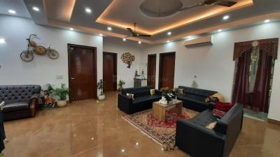 Gallery Cover Image of 4500 Sq.ft 3 BHK Villa for rent in Sainik Farm for 150000