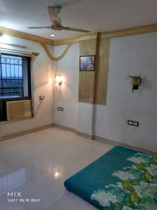 Gallery Cover Image of 1200 Sq.ft 4 BHK Apartment for rent in Versova Kiran, Andheri West for 60000