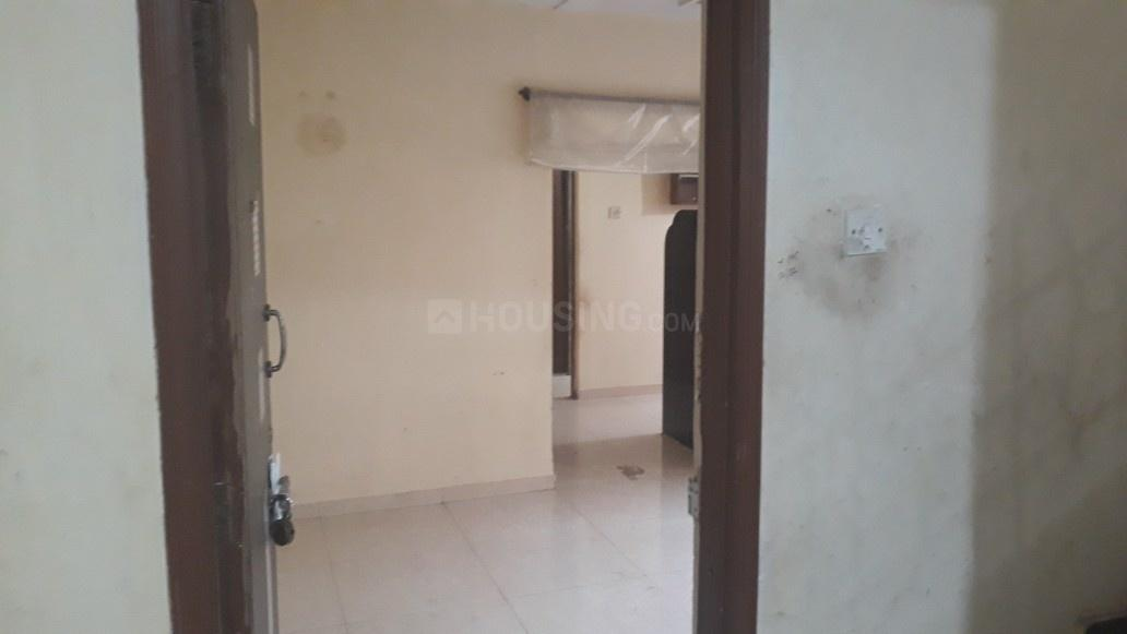 Main Entrance Image of 975 Sq.ft 2 BHK Apartment for buy in Kandivali East for 12500000