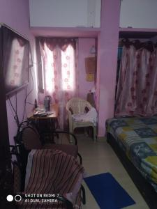 Gallery Cover Image of 150 Sq.ft 1 BHK Independent Floor for rent in Ramachandra Puram for 5600