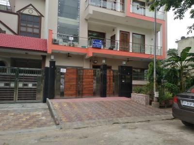 Gallery Cover Image of 1510 Sq.ft 3 BHK Independent House for rent in Phi III Greater Noida for 12000