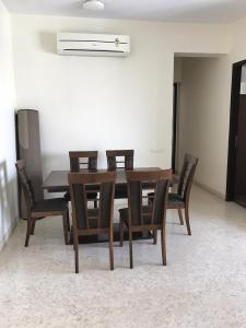 Gallery Cover Image of 1200 Sq.ft 2 BHK Apartment for rent in Ariisto Sapphire, Santacruz West for 120000